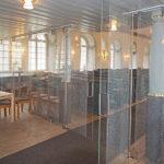 Skjutbar glasvägg med mönster från Rydboholms fabrik, Rydboholms kyrka